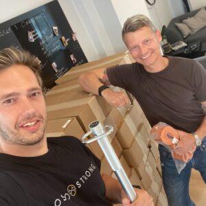 Rasmus Just, @just.biohacking og jeg Casper Alexander Wager, @casperwager vil bare sige tusind tak for støtten. Det er en kæmpe milepæl for os, at vi endelig har fået vores X3Bar hjem. 🙌  Vi glæder os fandens meget til, at hjælpe jer alle igang. Vi håber at i vil bruge vores viden om produktet og træningsformen når det bliver nødvendigt.   Vi håber at alle vil dele deres erfaringer med os her på Instagram. Så gør vi vores ypperste for at hjælpe jer hvis det er nødvendigt 🤝